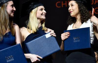 Các tân thạc sĩ Khoa học Quản trị kinh doanh được vinh danh tại Lễ trao bằng tốt nghiệp (Pháp)