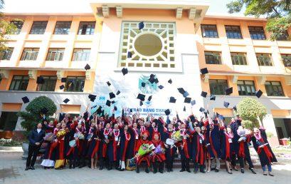 Gần 100 tân thạc sĩ nhận bằng tốt nghiệp tại HSB